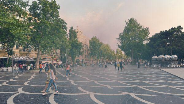 Загрязненный пылью воздух в Баку, фото из архива - Sputnik Azərbaycan