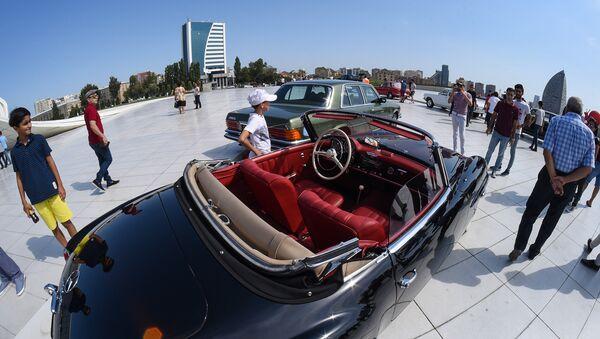 Автопробег и выставка классических автомобилей в Баку - Sputnik Азербайджан