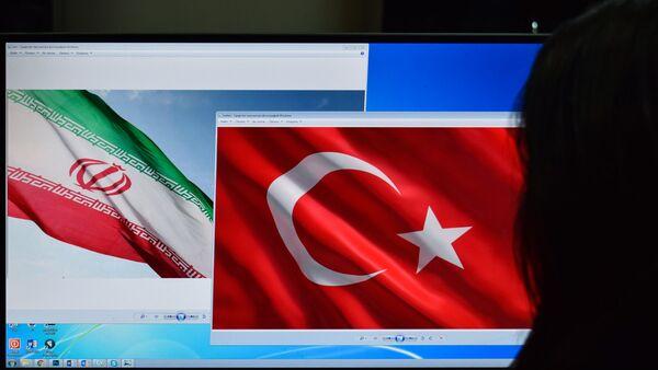 Флаги Ирана и Турции на экране компьютера - Sputnik Азербайджан