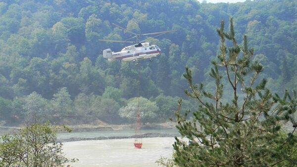 Пожарный вертолет Авиаотряда МЧС - Sputnik Азербайджан