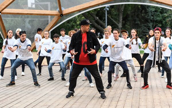 Танцевальный коллектив Тодес провели мастер-класс для участников проекта Ты супер! Танцы - Sputnik Азербайджан