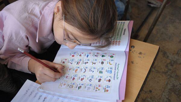 Занятие по русскому языку в школе,фото из архива - Sputnik Азербайджан