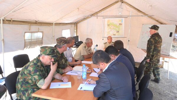 Оперативное совещание МЧС Азербайджана по результатам тушения лесных пожаров на территории Габалинского района - Sputnik Азербайджан