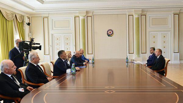 Президент Азербайджана Ильхам Алиев принял группу участников проходящей в Баку XVII сессии Совета руководителей Высших органов финансового контроля государств-членов СНГ - Sputnik Азербайджан