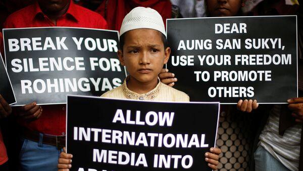 Митинг в Мьянме против убийств мусульман - Sputnik Azərbaycan