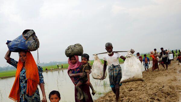 Беженцы Рохинджа в городе Текнафе, Бангладеш, 3 сентября 2017 года - Sputnik Азербайджан