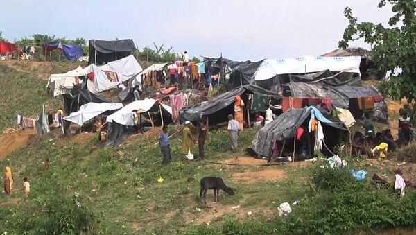 Беженцы рохинджа, бежавшие в Бангладеш из Мьянмы - Sputnik Азербайджан