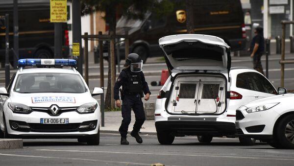 Антитеррористическая операция в пригороде Парижа Вильжюиф,  6 сентября 2017 года - Sputnik Азербайджан