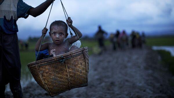 Конфликт в штате Ракхайн между рохинджа и коренным населением - Sputnik Азербайджан