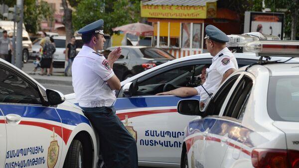 Сотрудники правоохранительных органов в Ереване - Sputnik Азербайджан