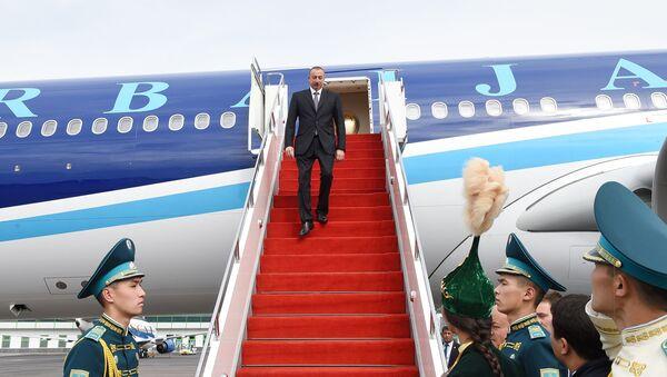 Президент Азербайджана Ильхам Алиев прибыл с рабочим визитом в Казахстан - Sputnik Азербайджан