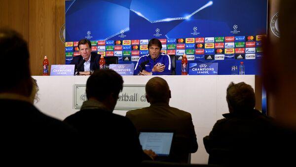 Гравный тренер Челси Антонио Конте во время пресс-конференции, Лондон, Великобритания - 11 сентября 2017 года - Sputnik Azərbaycan
