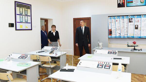 Ильхам Алиев ознакомился с условиями, созданными после капитальной реконструкции в школе номер 239 Сабаильского района - Sputnik Азербайджан