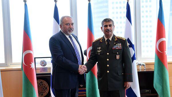 Встреча министров обороны Азербайджана и Израиля Закира Гасанова и Авигдора Либермана - Sputnik Азербайджан