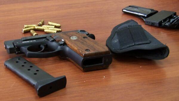 Пистолет с патронами, фото из архива - Sputnik Азербайджан