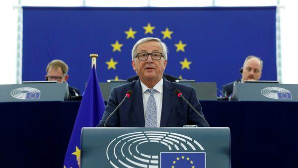Avropa Komissiyasının sədri Jan-Klod Yunker İttifaqın plenar iclasındakı çıxışı zamanı, Strasburq, 13 sentyabr 2017-ci il - Sputnik Azərbaycan