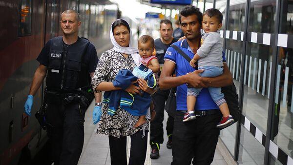 Семья из Афганистана в Германии, фото из архива - Sputnik Азербайджан