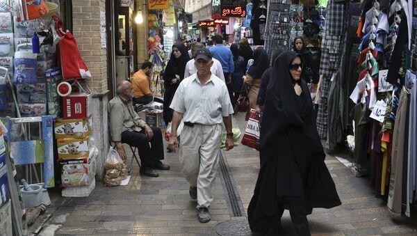 Иранцы на базаре в северном Тегеране, Иран, фото из архива - Sputnik Азербайджан