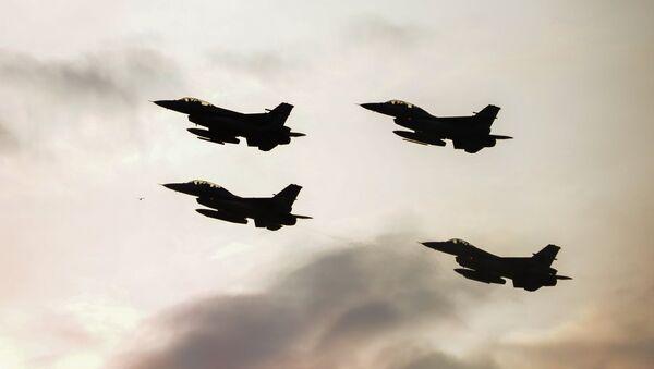 Истребители F16 турецких военно-воздушных сил, фото из архива - Sputnik Азербайджан