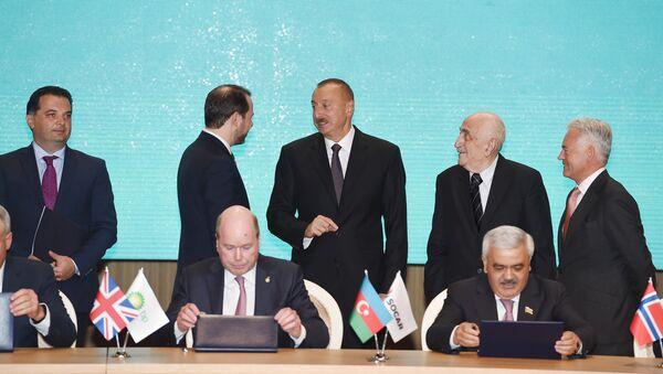 Церемония подписания нового Соглашения по месторождениям Азери, Чыраг и Гюнешли - Sputnik Азербайджан