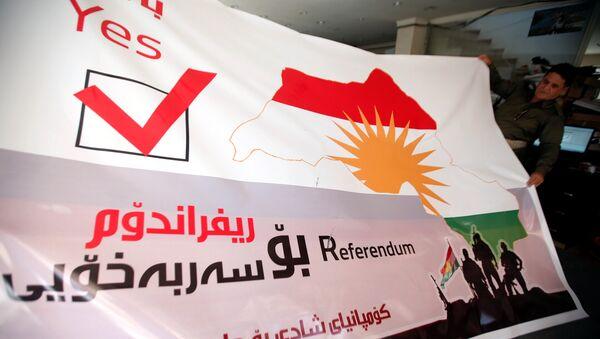 Плакат на референдуме в Курдистане в Эрбиле, Ирак, 26 августа 2017 года - Sputnik Azərbaycan