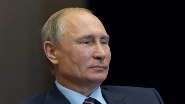 Президент РФ Владимир Путин во время встречи с председателем Совета министров Ливанской Республики Саадом Харири, 13 сентября 2017 года - Sputnik Азербайджан