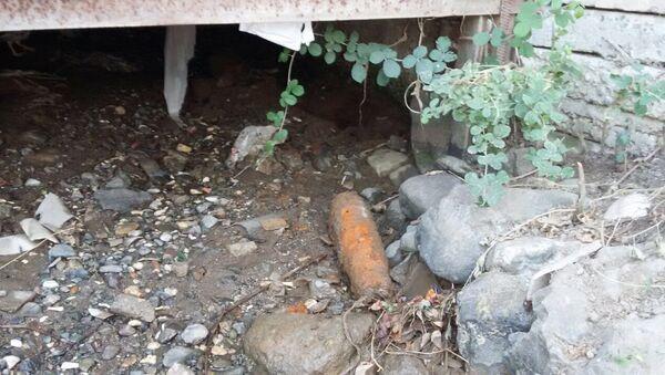 Неразорвавшийся военный снаряд, обнаруженный в Геранбойском районе - Sputnik Азербайджан