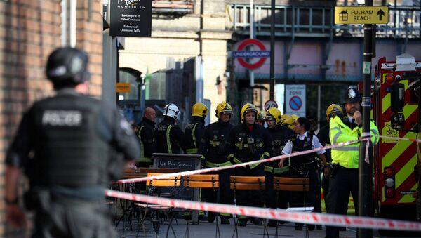 Сотрудники Лондонской пожарной бригады на месте теракта, 15 сентября 2017 года - Sputnik Азербайджан