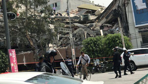 Последствия землетрясения в Мексике, 19 сентября 2017 года - Sputnik Азербайджан