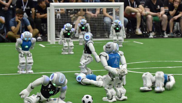 Futbol oynayan robotlar, arxiv şəkli - Sputnik Azərbaycan
