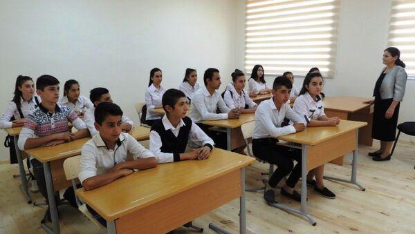 Учебный процесс в одной из сельских школ Азербайджана, архивное фото - Sputnik Азербайджан