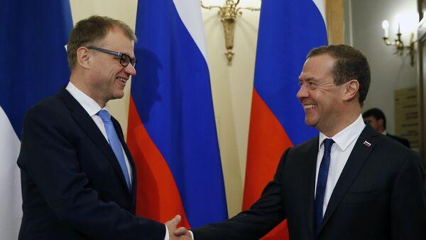 Председатель правительства РФ Дмитрий Медведев и премьер-министр Финляндии Юха Сипиля во время встречи в Санкт-Петербурге, 21 сентября 2017 года - Sputnik Азербайджан