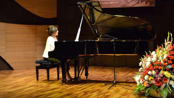 Концерт известной грузинской пианистки Элисо Болквадзе в Международном центре мугама в Баку - Sputnik Азербайджан