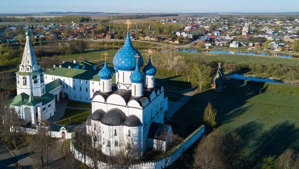 Суздальский кремль, в центре - Рождественский собор (Рождества Богородицы) - Sputnik Азербайджан