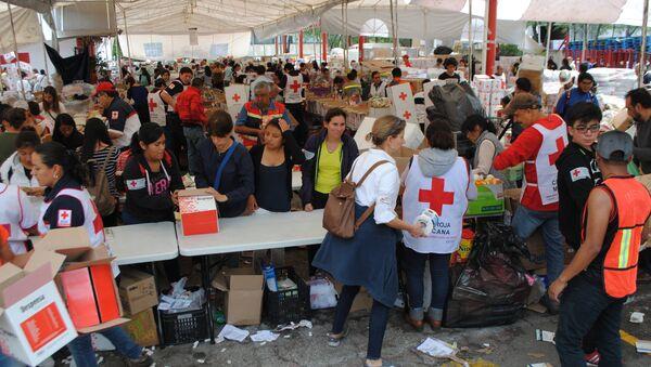 Сбор гуманитарной помощи для пострадавших от землетрясения в Мексике - Sputnik Азербайджан