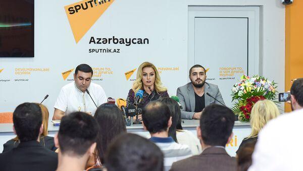 Роза Зяргярли презентовала клип на песню Biri sənsən biri mən - Sputnik Азербайджан