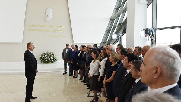 Президент Ильхам Алиев на встрече с общественностью Нефтчалинского района, 24 сентября 2017 года - Sputnik Азербайджан