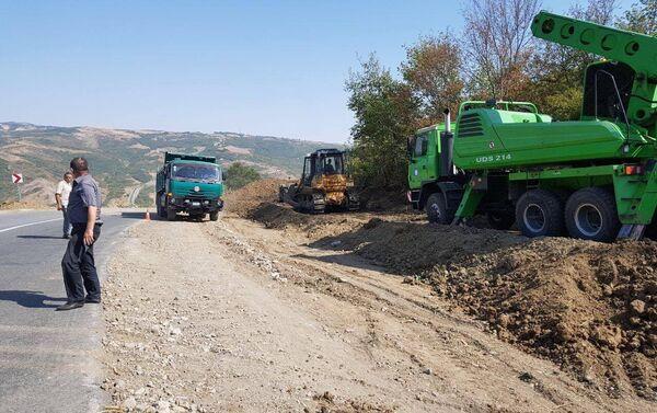 Ремонтно-восстановительные работы на участке автодороги Муганлы-Исмаиллы - Sputnik Азербайджан