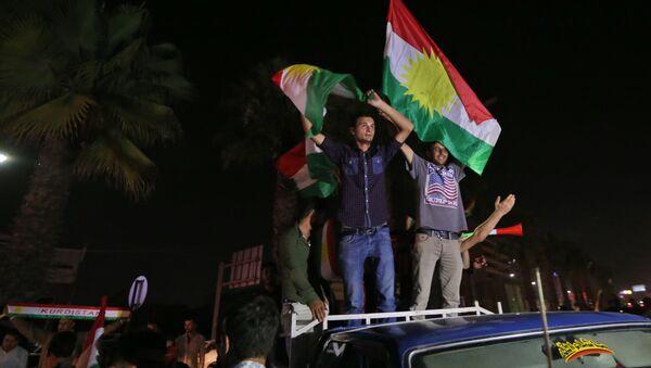Курды на улицах Эрбиля, 25 сентября 2017 года - Sputnik Азербайджан