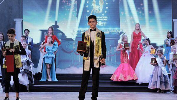 Рауль Аббасов на международном конкурсе в грузинском городе Батуми Top Teen & Child Model of the Planet-2017 - Sputnik Азербайджан