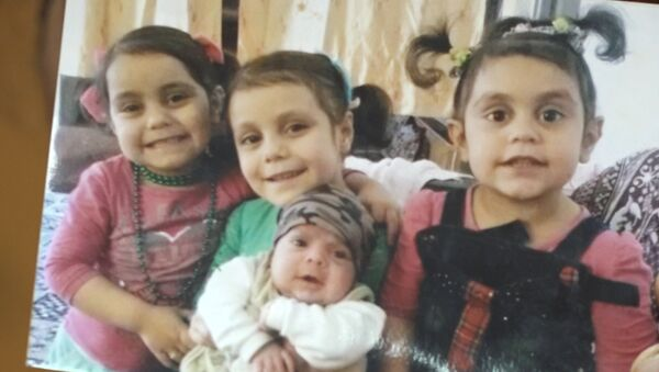 Бабушка Хадиджи ждет возвращения внучки в дом к родным - Sputnik Азербайджан