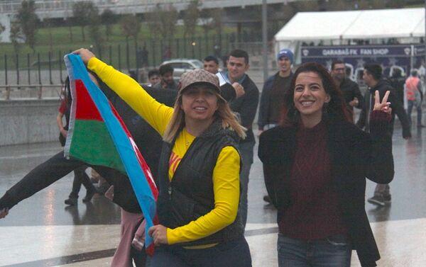 Болельщики Карабаха перед матчем с ФК Рома - Sputnik Азербайджан