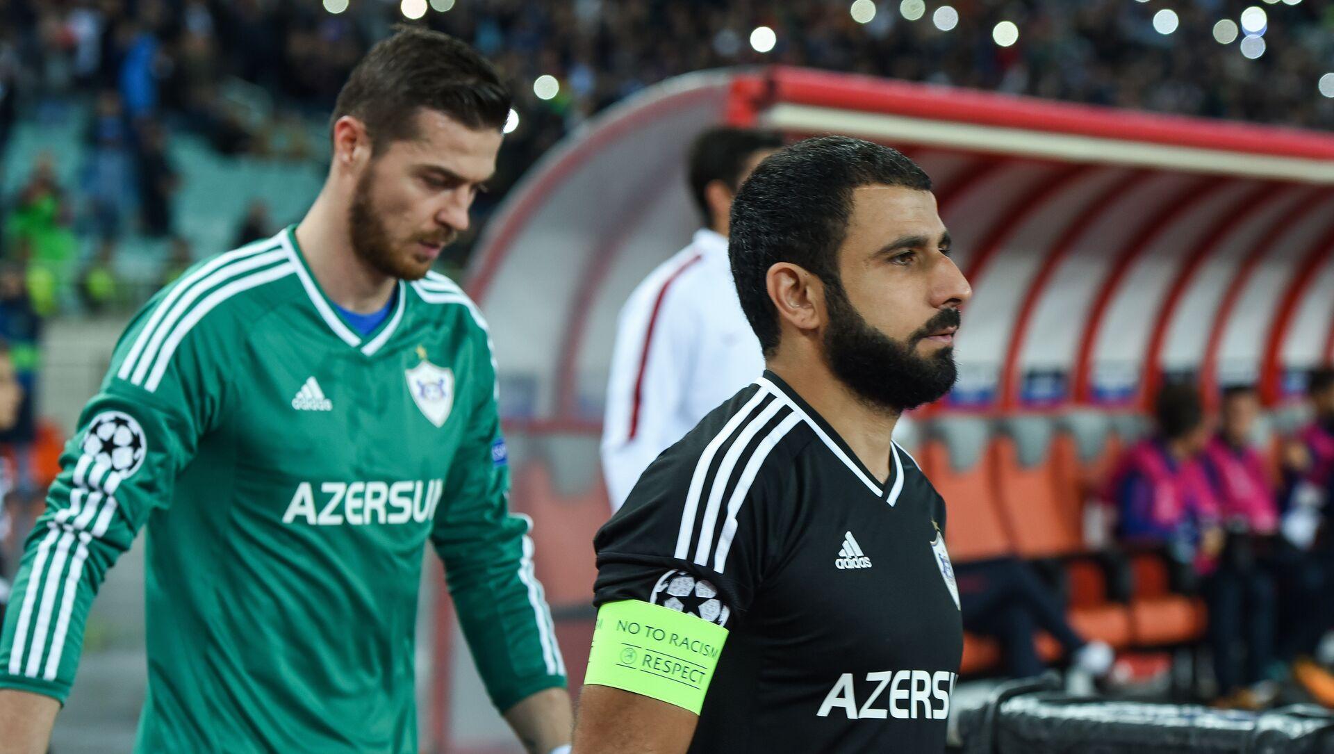 Слева направо: вратарь Карабаха Ибрагим Шехич и капитан команды Рашад Садыхов - Sputnik Азербайджан, 1920, 09.03.2021