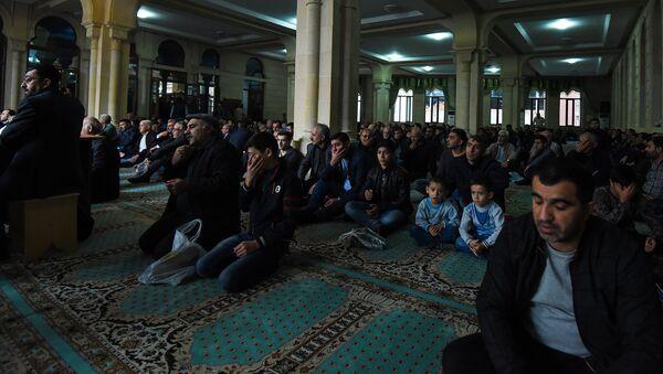 День Ашуры в бакинской мечети Аждарбей - Sputnik Азербайджан