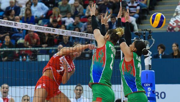 Матч сборной Азербайджана со сборной Турции в рамках финального этапа чемпионата Европы по волейболу среди женщин  - Sputnik Азербайджан
