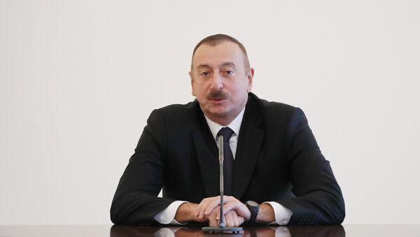 Президент Азербайджана Ильхам Алиев принял национальную женскую волейбольную сборную - Sputnik Азербайджан