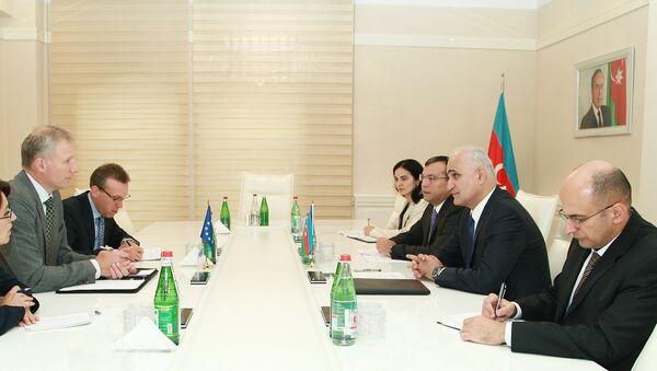 Министр экономики Шахин Мустафаев на встрече с новым главой представительства Евросоюза в Азербайджане Кестутисом Янкаускасом - Sputnik Азербайджан