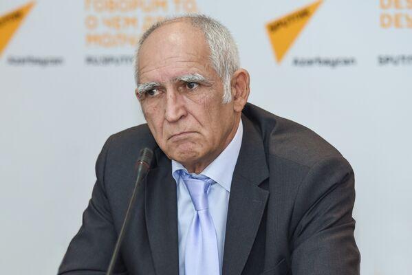 Эксперт в области образования Надир Исрафилов - Sputnik Азербайджан