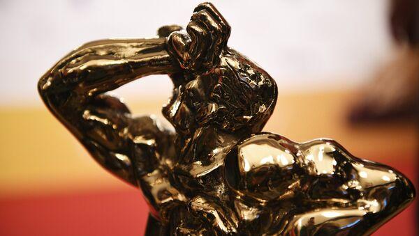 Статуэтка бронзового Орфея на церемонии вручения телевизионной премии ТЭФИ 2017 в номинации Дневной эфир в Москве - Sputnik Азербайджан