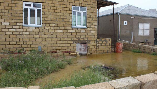 Quşçuluq massivində gölün daşması nəticəsində evləri su basıb - Sputnik Азербайджан